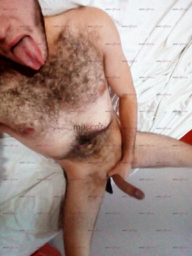 Hombre se opera stake